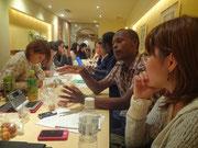 リフレクション中。日本とルワンダ双方の視点から意見が交わされます。