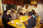 夕飯は皆で作りました