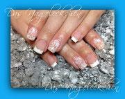 So könnten auch Ihre Nägel aussehen...edles French und Schmucknagel trendy