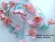 Guirlande de fleurs teintées en papier crépon spécial fleuriste décoration à accrocher, atelier Maria'S