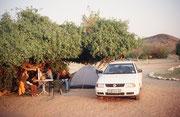 Das war unser gemütliches Zu Hause auf dem Zeltplatz in der Nähe von Khorixas. Wir genossen, nach einer warmen Dusche, die untergehende Sonne und freuten und auf ein leckeres Abendessen im Restaurant.