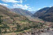 Das heilige Tal (Valle sagrado) mit der Stadt Pisaq (früher eine Bergfeste der Inca).