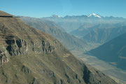 Szenenwechsel: Vom Hochland und Cusco auf etwa 3500 müM und der Kälte ging es per Flugzeug hinunter...