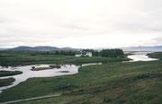 40 km östlich von Reykjavik liegt der Nationalpark Þingvellir. Der Ort hat grosse geschichtliche Bedeutung für Island und ist fast ein Heiligtum, tagte doch hier ab 930 n.Chr. (bis 1798) einmal pro Jahr das älteste Parlament der Welt (Allthing).