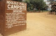 Auf unserem ersten Rastplatz wurden wir unmissverständlich mit den Verhaltensregeln eines Campers in einem kenianischen Nationalpark vertraut gemacht (Tsavo East)