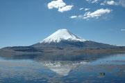 Der 6342 m hohe Parinacota in all seiner Pracht (dies ist übrigens seit Jahren das Hintergrundbild meines Computerbildschirms...)