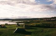 """Campingplatz am See Myvatn (""""Mückensee""""). Der See befindet sich im Bereich des Krafla-Vulkansystems im Norden Islands."""