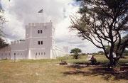 Wir wohnten grösstenteils im Fort Namutoni. Man hatte uns gesagt, der östliche Teil des Parkes sei zu dieser Jahreszeit interessanter (mehr Tiere) als der westliche. Dies bewahrheitete sich auch, wie wir bald selbst feststellen konnten.