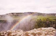 "Das wohl am meisten fotografierte Bild Islands, ""Regenbogen"" beim Dettifoss."