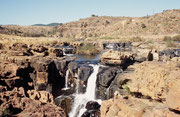 """So erreichten wir Bourke's Luck. Der Treur (""""Trauer"""") und der Blyde River (""""Freudenfluss"""") fliessen dort zusammen. Neben den kleinen Wasserfällen…"""