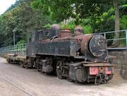 """E168 im Mai 2011 mit Güterwagen """"im Schlepp""""."""