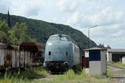 Zustand im Juli 2012: Die V200 015 ist nun komplett grau! Das Foto entstand am 18.7.2012 im Brohler Umladebahnhof.