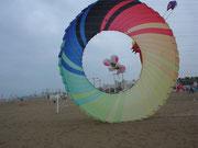 immer wieder schön, Bild durch ein Windrad