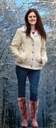 Lässige Winterjacke in Wildleder-Optik, dazu warm gefütterte Stiefel mit Profilsohle und Keilabsatz - die Weite der Stiefel ist durch die Schnürung variabel!