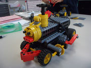 機関車ロボは子供それぞれのデザインが光る。