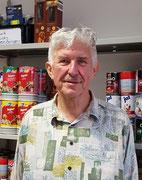 Dieter,  Paketannahmestelle und gelegentlich samstags bei der Spendenannahme