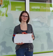 Svenja,  Schriftführerin,  macht Futterausgabe, Lagerorganistion und Infostand