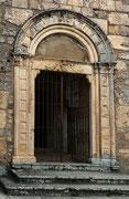San Pietro in Albe, portale