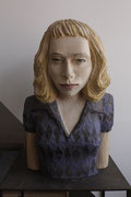 Mädchen mit Sommersprossen, 2013 Linde ca. 60 x 15 x 25 cm (Version mit Eichensockel auf Metallbasis: ca. 162 x 15 x 25 cm)
