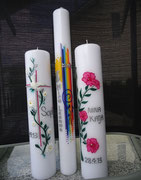 Rechts: Hibiscus-Blüte