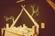 Ein Stadtmodel unter verschiedenen Lichtverhältnissen.