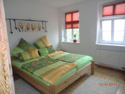 Schlafzimmer mit Doppelbett 180x200 und Wäscheschrank