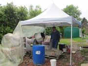 Barnum pour abriter les travailleurs, et les matériaux, les jours de pluie....