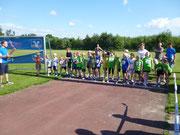Die Kinder beim Start des 2000m-Laufs