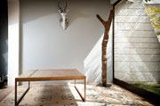 table de salon plateau bois patiné - pieds métal patiné - patine naturelle suie et kaolin