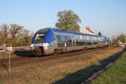 Nérondes. 16 avril 2008. B 81539-81540 + B 81571-81572. Train 16831 Orléans - Lyon-Perrache. Cliché Pierre BAZIN