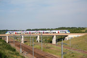 Presles-en-Brie. 11 juin 2008. B 82500. Train 117517 Paris-Est - Provins passant au-dessus de la ligne TGV-Interconnexion. Cliché Pierre BAZIN