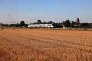 Presles-en-Brie. 15 août 2013. B 82563-82564. Train 117571 Paris-Est - Provins. Cliché Pierre BAZIN