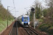 Près de Roissy-en-Brie. 13 avril 2009. B 82531-82532. Train Provins - Paris. Cliché Pierre BAZIN