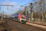 Moret-Veneux-les-Sablons. 18 février 2010; B 81151-81152 + 81519-81520. Train paris-Bercy - Auxerre-Saint-Gervais. Cliché Pierre BAZIN