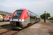 Auxerre-Saint-Gervais. 1er mai 2007. B 81557-81558. Train 891330 vers Dijon-Ville. Cliché Pierre BAZIN