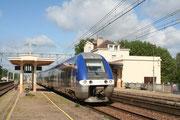 Joigny. 23 mai 2006. B 81509-81510 + 81577-81578. Train 891153 Paris-Bercy - Auxerre-Saint-Gervais. Cliché Pierre BAZIN