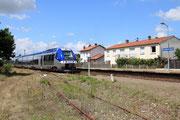 Saint-André-de-Cubzac. 2 août 2010. B 81665-81666. Train régional La Rochelle - Bordeaux-Saint-Jean. Cliché Pierre BAZIN