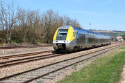 Cravant-Bazarnes. 7 avril 2015. B 81569-81570. Train 891155 Paris-Bercy - Clamecy. Cliché Pierre BAZIN