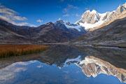 Spiegelung an der Laguna Mitucocha, Cordillera Huayhuash