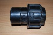 """Kauffitting aus dem Beregnungs Sektor: 32 mm Spannzange x 3/4"""" innen - so war genug Material am Außendurchmesser zum """"Drüberschieben"""" der KG Muffe."""
