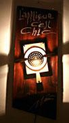 """2004 """"L'APPLIQUE C'EST CHIC""""  dalla necessità di realizzare degli espositori in grado di valorizzare degli oggetti poco appariscenti nasce l'idea della lampada quadro."""