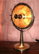 """2004 """"0W(zerowatt)""""uno dei miei rottami preferiti: una vecchia stufetta elettrica. Un modello sobrio, slanciato, presumibilmente del '50, sembra + un ventilatore, marca: """"zerowatt - milano"""". Una qualche oretta di lavoro e il gioco è fatto."""