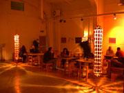 """2000 """"170piercing""""  bozzolone luminoso in azione in un locale"""