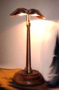 """2002 """"GRISU"""" Prima variante (ne verranno altre)di lampada da tavolo realizzata riutilizzando come sostegno verticale una lancia da idrante in rame e ottone."""