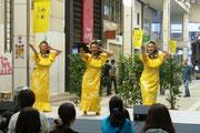 黄色のドレス、♪カイマナヒラです。