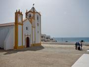 Vorplatz der Kirche der Praia dd Luz