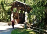Holzbrücke vor Donat
