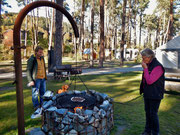 Maroni braten auf dem Camping Viamala