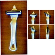 【たてよこピーラー】 刃の角度を4段階で調整出来る左右兼用ピーラーです。 ¥770(税込)