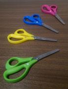 【MILAN左手用 紙切ハサミ 全4色】 カラフルなハンドルがおしゃれな紙切り専用ハサミです。6歳以上から使用可能です。 各¥198(税込)